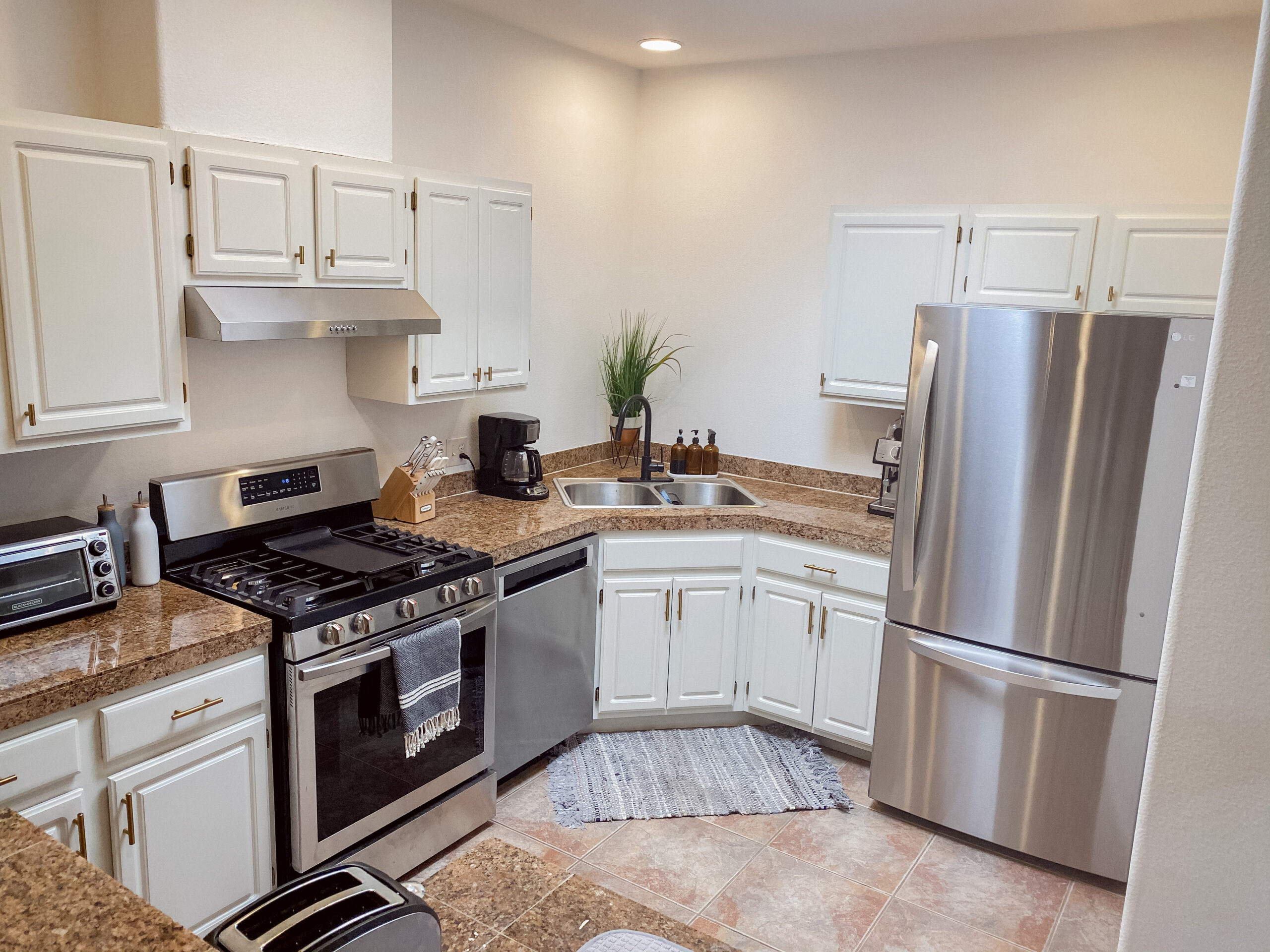 Kitchen Update: Painted Cabinets & New Appliances
